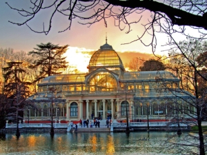 The Spanish sleep in.  I plan to get up early and run around Retiro Park - gorgeous!